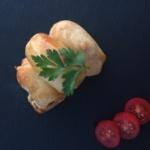 Λουκανικοπιτάκια με ζύμη γιαουρτιού