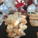 Xριστουγεννιάτικα μπισκοτάκια με ένα μαγικό υλικό